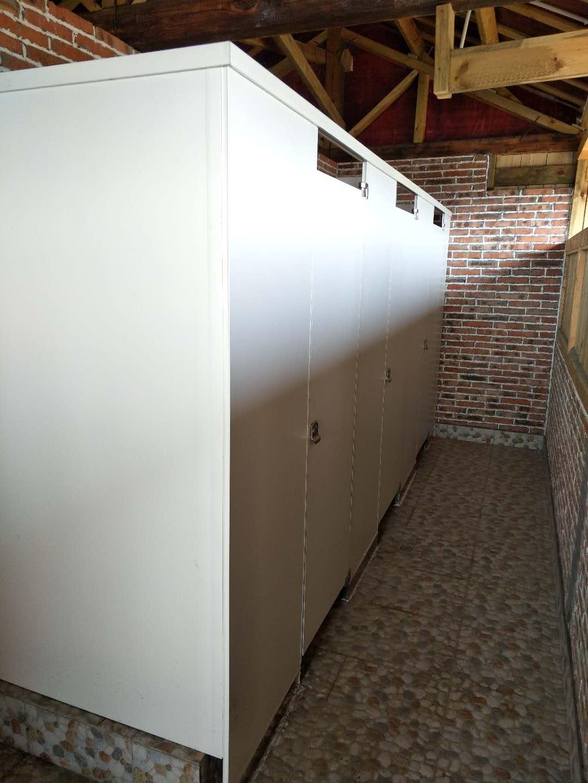 厕所隔断安装电话 成都市卫生间隔断厂家 成都凯瑞思装饰材料有限公司
