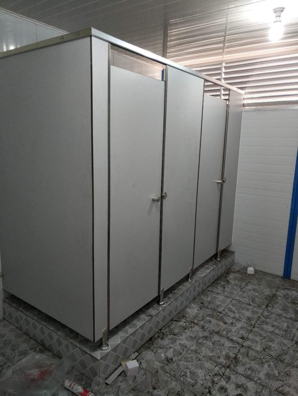 公共厕所隔断公司 成都定制洗手台多少钱 成都凯瑞思装饰材料有限公司