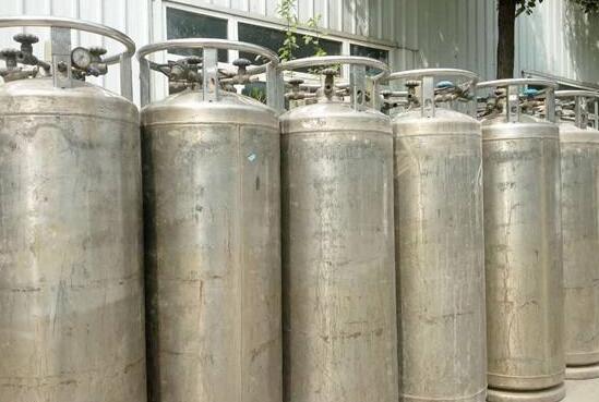 优质金属栏杆多少钱一米-品牌塑钢门窗厂家-重庆市铜梁区杨氏门窗有限公司