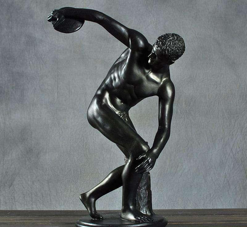 艺术雕像种类很多,常见的有真人雕塑。真人雕塑是行为艺术的一个支派起源于西方国家,通过真人涂绘,达到雕塑的逼真效果,配以肢体语言,向人们展示其艺术内涵。它借鉴了纯雕塑艺术风格,但又不同于纯雕塑,优点是取之于生活,展示于真实,每个人物造型及群体组合都代表着一种文化,灵活生动地展示出不同时代所具有的社会风貌。 结合大商场内静态模 特展示、繁华商业街道人物展示、建筑风格人物结合展示、文化汇演、景区及游乐园 车展 舞台演艺、展会、企业庆典演出、开业庆典活动、产品推广会、楼宇奠基、封顶、开盘仪式、发布会演出、文化交流
