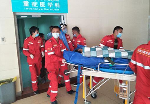 长途救护车收费标准/林芝救护车转院报价/西藏云鹰医疗救护服务有限公司