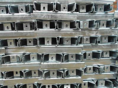 镀锌横隔梁生产厂家_异型护栏板价格_成都润鑫宏波商贸有限公司