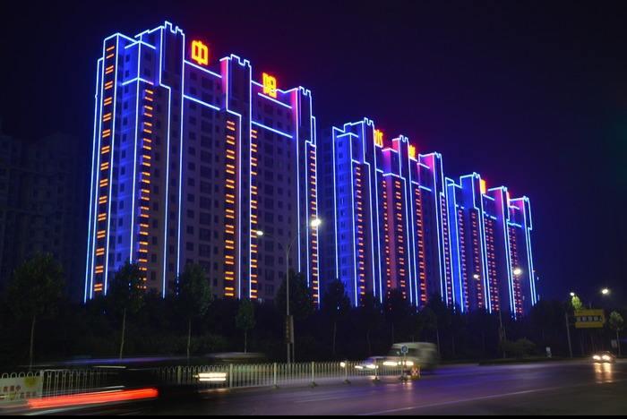 LED楼体亮化报价_市政广告板设计