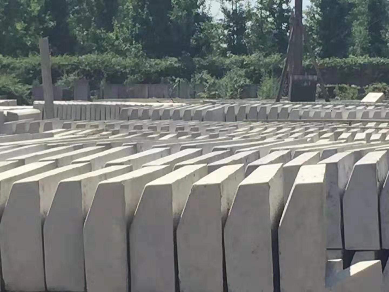 水泥路沿石多少钱_路沿石塑模相关-成都市鑫三合建材有限公司