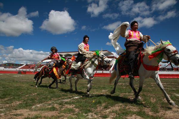 那曲赛马节_藏族商务服务习俗