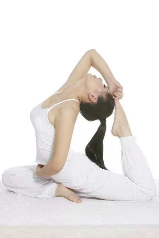 找哪里有瑜伽瘦身培训班_瑜伽球相关